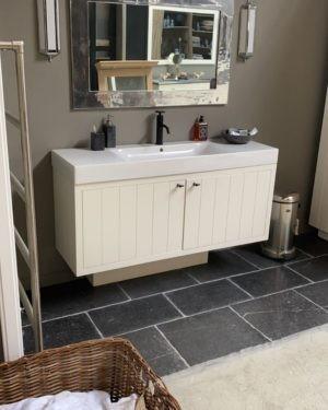 landelijk-badkamermeubel-massief-hout-inclusief-wastafel-sale